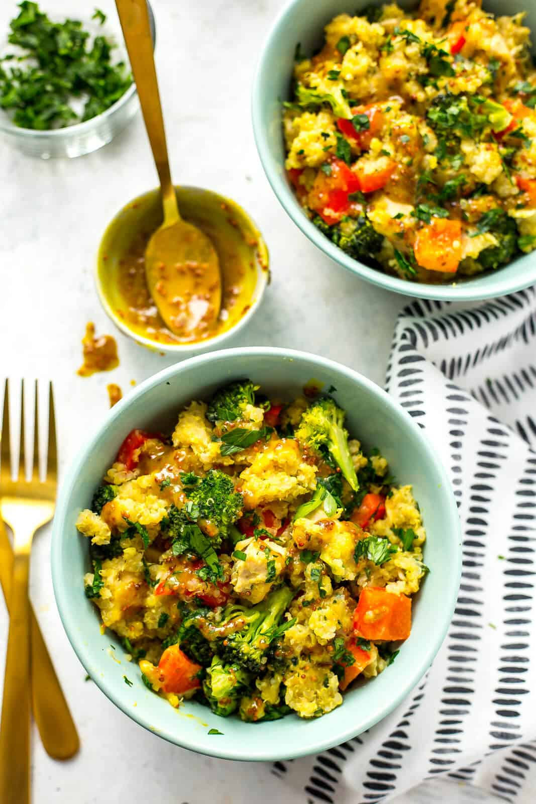 honey dijon chicken quinoa bowls